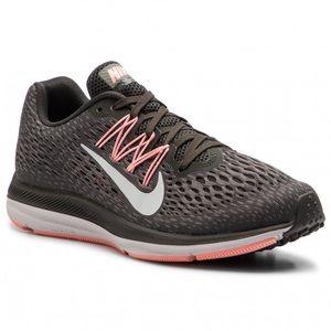 Nike Zoom Windflo 5 Size 8